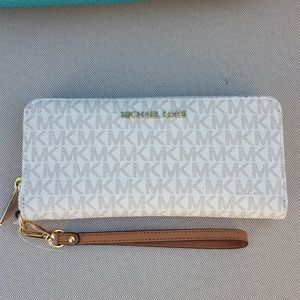 eb0cff3f43c8b7 Michael Kors Bags | Authentic Zip Wallet | Poshmark
